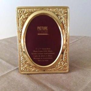 Brass 5 X 7 Photo Frame With Album